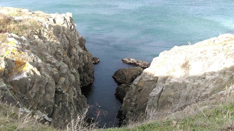Kayalıklar ve uçurum