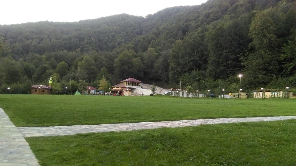 Güzeldere {Şelalesi} Tabiat Parkı
